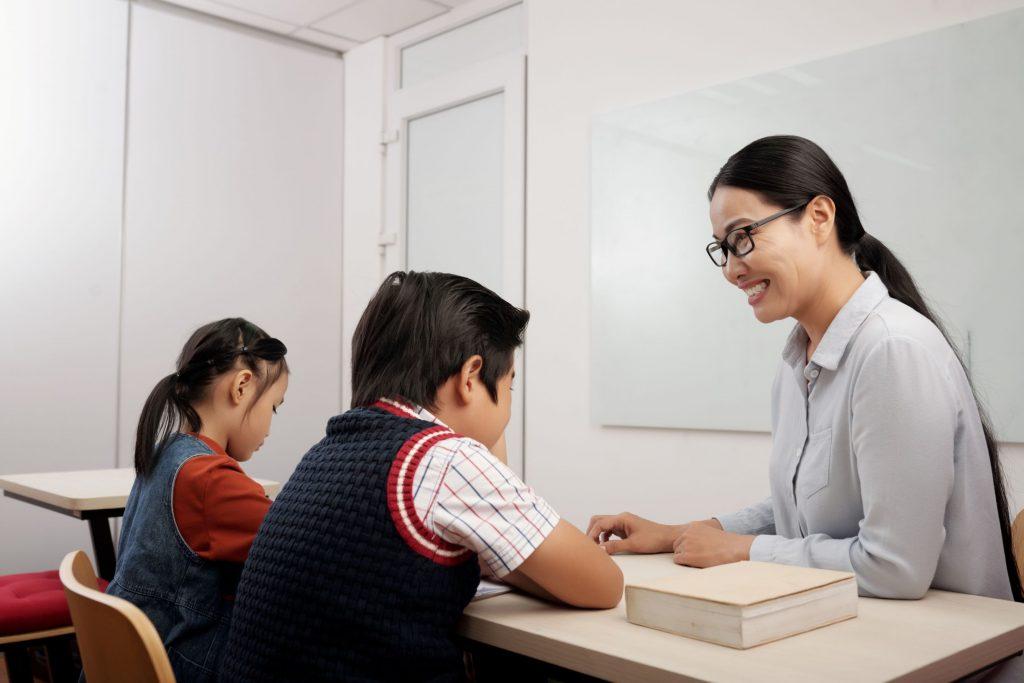 tutor-students-asian